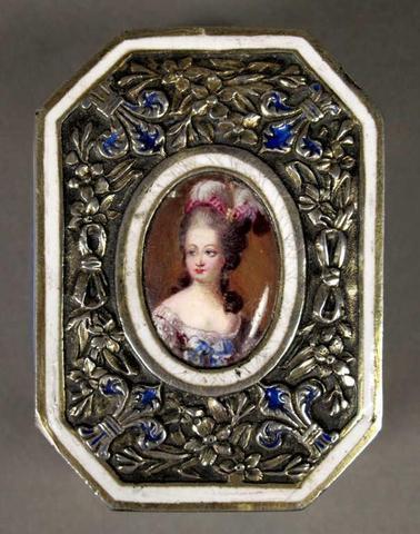 A vendre: meubles et objets divers XVIIIe et Marie Antoinette 988b8810