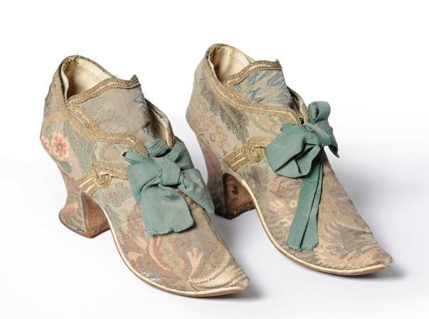 Les chaussures du XVIIIe siècle Captur10