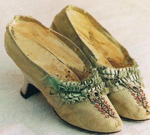 Les chaussures du XVIIIe siècle Captur14