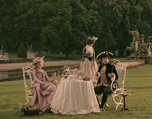 Marie Antoinette avec Kirsten Dunst (Sofia Coppola) - Page 2 Large10