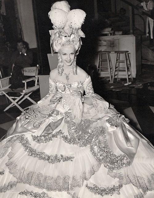 Marie Antoinette avec Norma Shearer (Van Dyke) - Page 8 Tumblr51