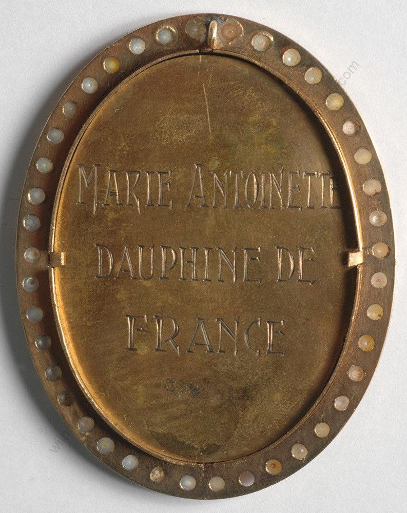 A vendre: miniatures de Marie Antoinette et de ses proches - Page 2 Zdau210