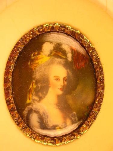 A vendre: miniatures de Marie Antoinette et de ses proches - Page 3 Zmin13