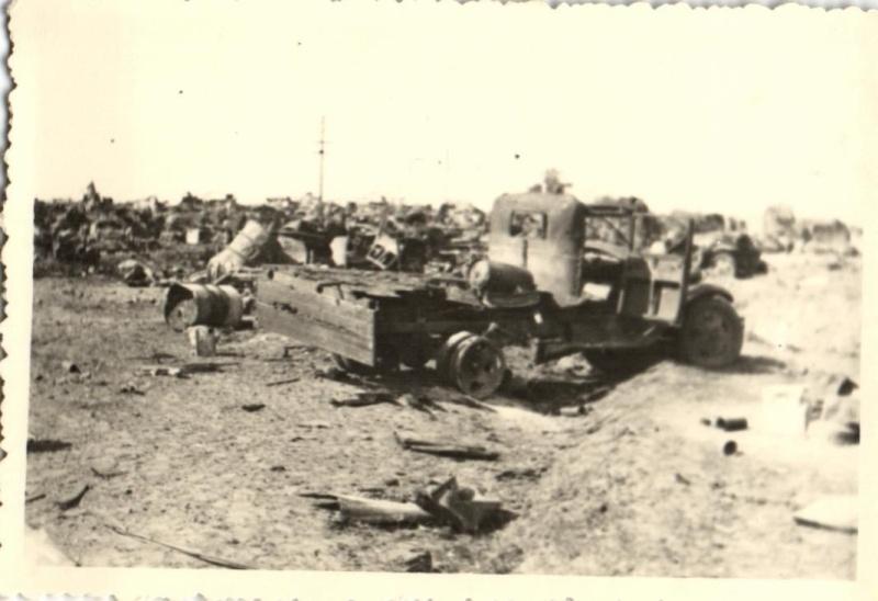 Véhicules divers abandonnés en Mai/Juin 1940 – vos photos - Page 7 Dque_410