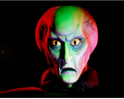 [Jeu] Le bal des masques du posteur du haut - Page 5 Alien10