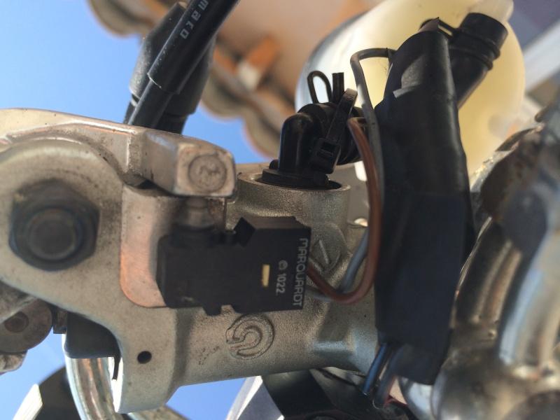 Feu arrière Prb contact freinage  Img_1110