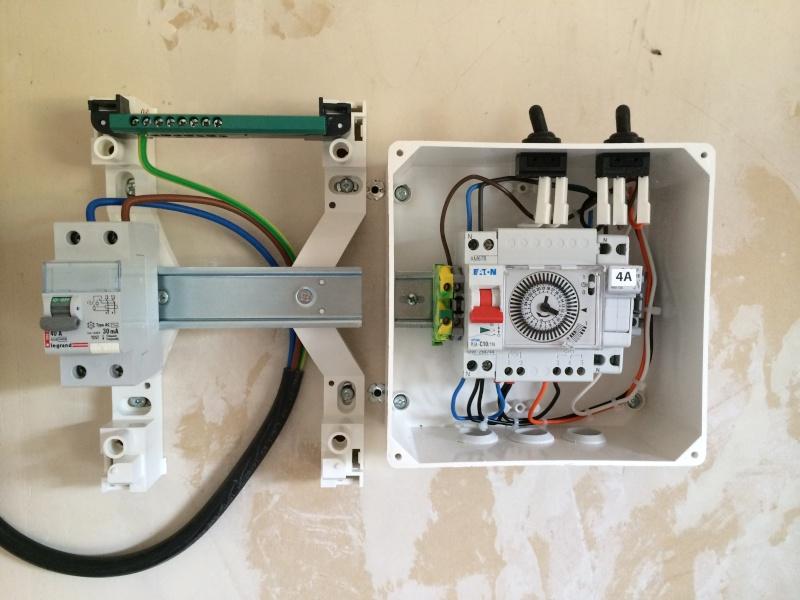 Installation disjoncteurs dans nouveau coffret electrique Img_3910