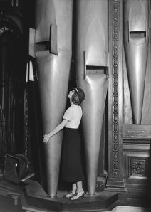 orgue - Les orgues (instrumentS) - Page 4 Femme_10