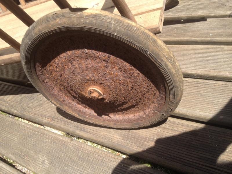 restauration de vieux pneux d'un petit chariot Photo_16
