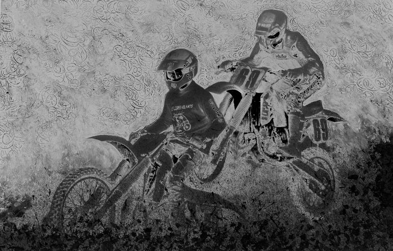 Motocross psychédélique en N & B ! P1020711