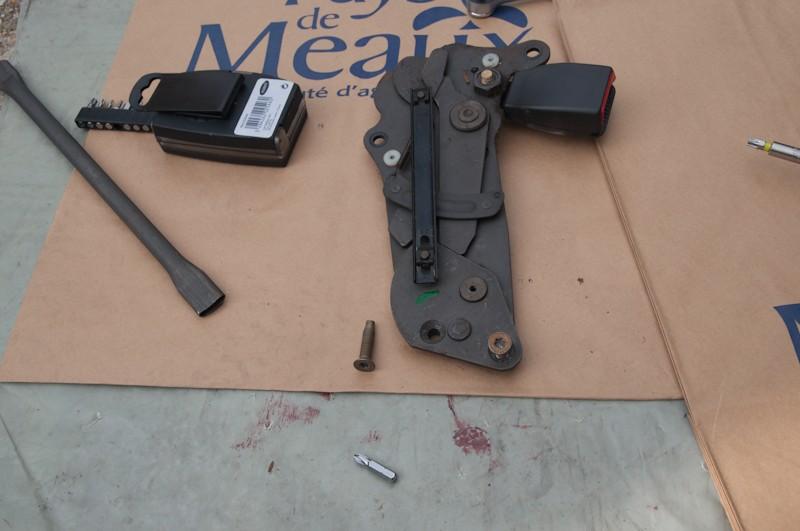 Montage d'un Frigo à la place du siège centrale arrière Faut_610