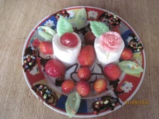 Petits suisses aux fraises et cerises confites.+ photos. Desser12