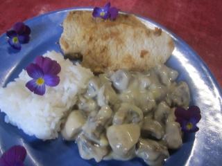 Champignons sauce blanche. steaks de porc.riz.photos. Img_0214