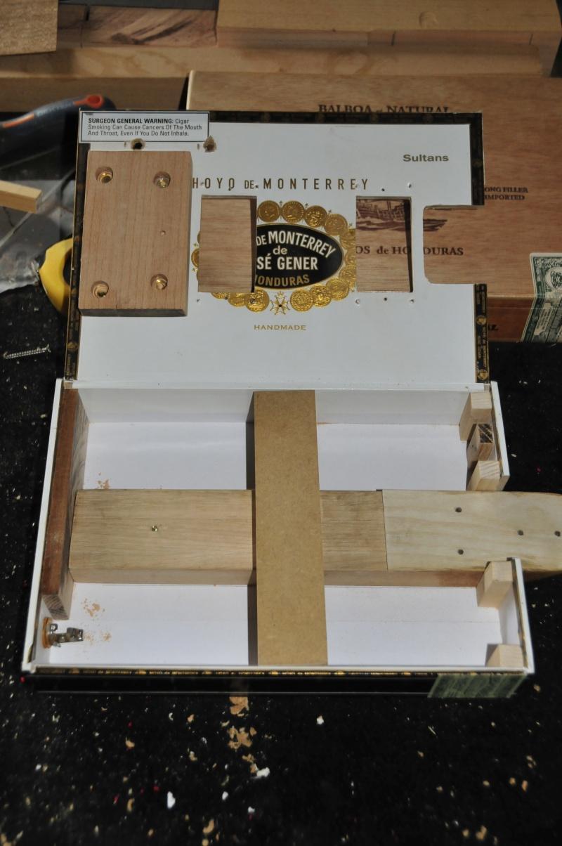 Cigar Box Guitar Gut Bucket - Page 7 _dsc1411