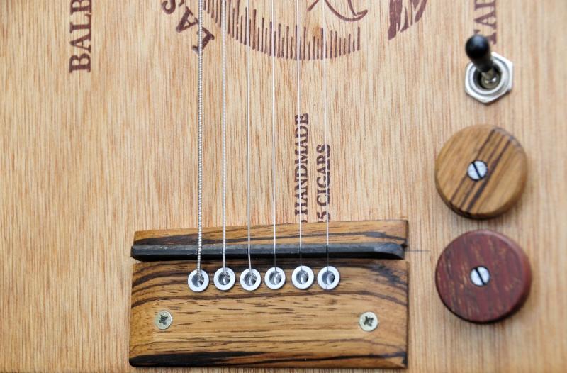 Cigar Box Guitar Gut Bucket - Page 7 _dsc1716