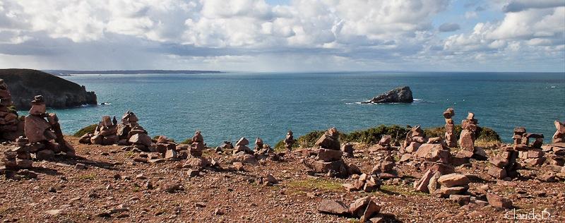 Empilements de pierres ou cairns contemporains  Empile13