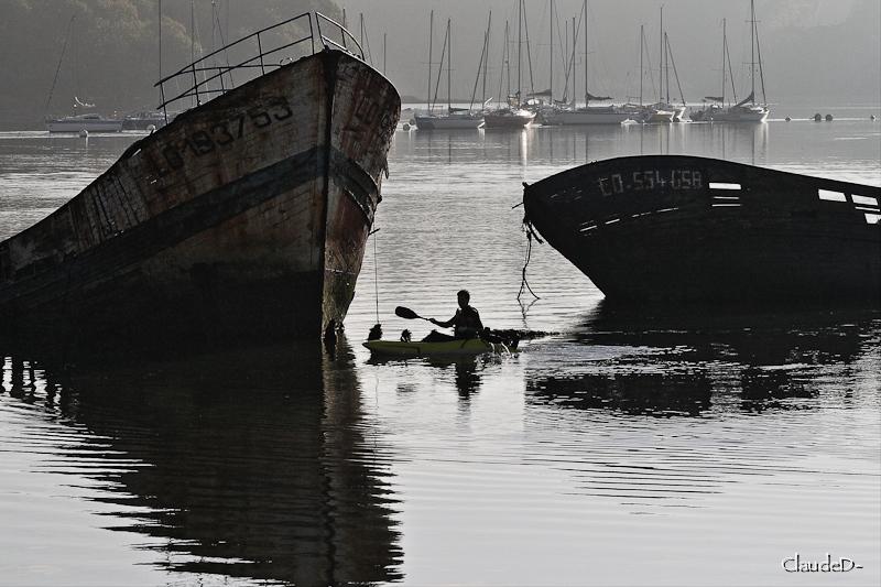Fin de vie .... Cimetières de bateaux .... - Page 5 Kayake10