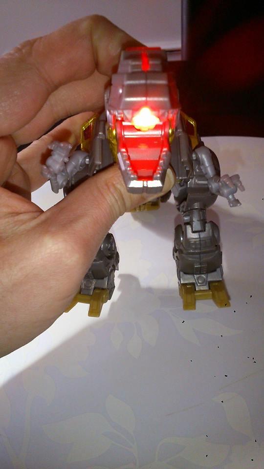 Collection Transformers de sylv1  (AOE, CHUG, TF PRIME, BH, MP, LABELS INDÉS ET G1.. ) Img_1025