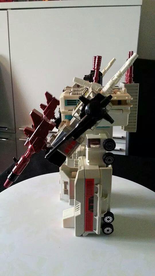 Collection Transformers de sylv1  (AOE, CHUG, TF PRIME, BH, MP, LABELS INDÉS ET G1.. ) Img_1220
