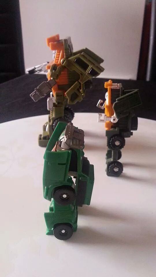 Collection Transformers de sylv1  (AOE, CHUG, TF PRIME, BH, MP, LABELS INDÉS ET G1.. ) Img_1228