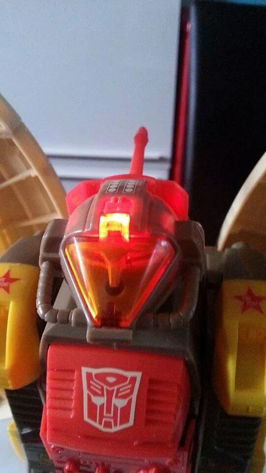 Collection Transformers de sylv1  (AOE, CHUG, TF PRIME, BH, MP, LABELS INDÉS ET G1.. ) Img_1435