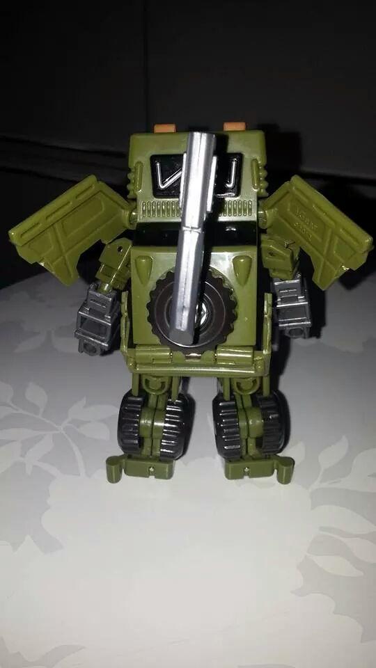 Collection Transformers de sylv1  (AOE, CHUG, TF PRIME, BH, MP, LABELS INDÉS ET G1.. ) Img_1445