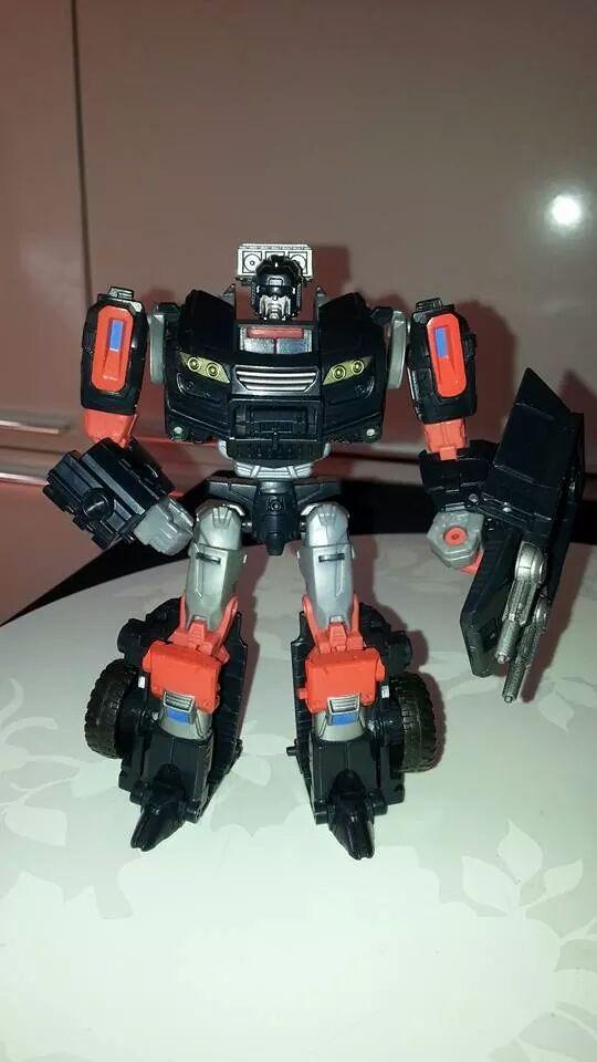 Collection Transformers de sylv1  (AOE, CHUG, TF PRIME, BH, MP, LABELS INDÉS ET G1.. ) Img_1574