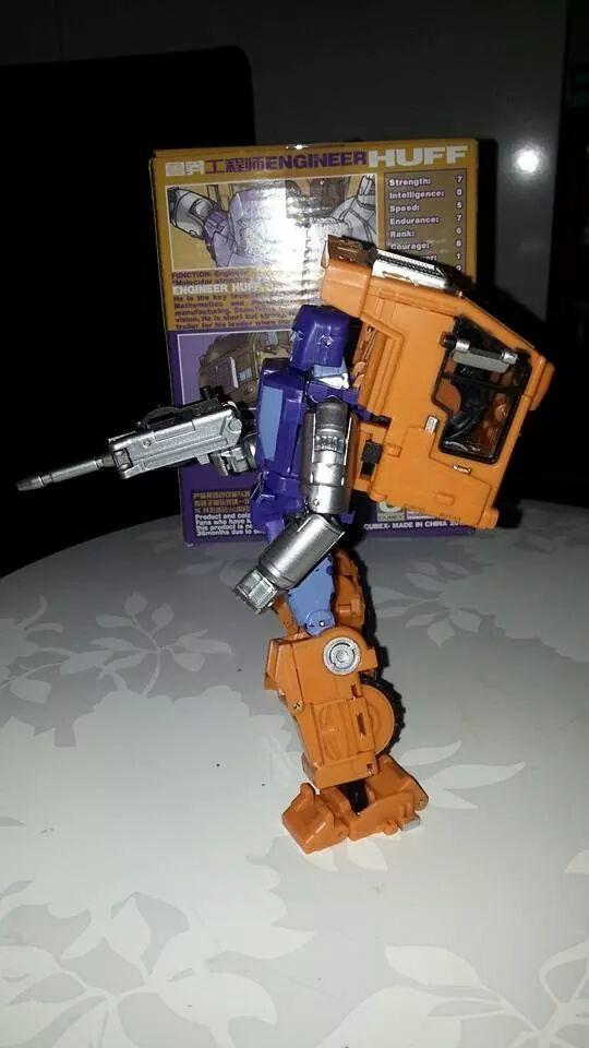 Collection Transformers de sylv1  (AOE, CHUG, TF PRIME, BH, MP, LABELS INDÉS ET G1.. ) Img_1727