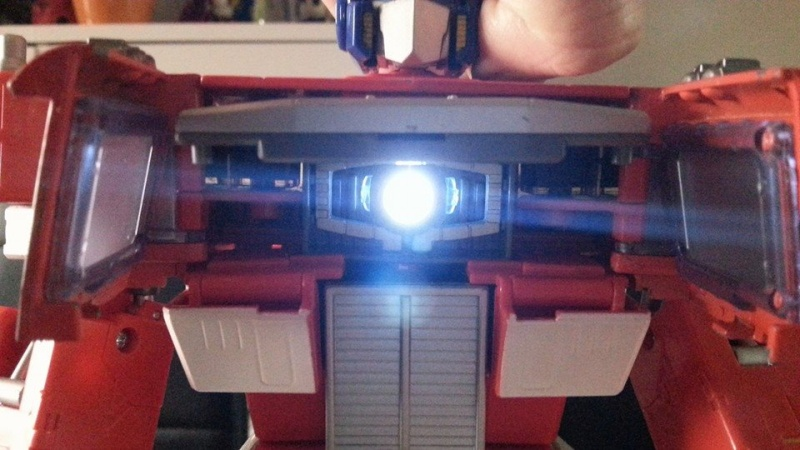 Collection Transformers de sylv1  (AOE, CHUG, TF PRIME, BH, MP, LABELS INDÉS ET G1.. ) Img_1743