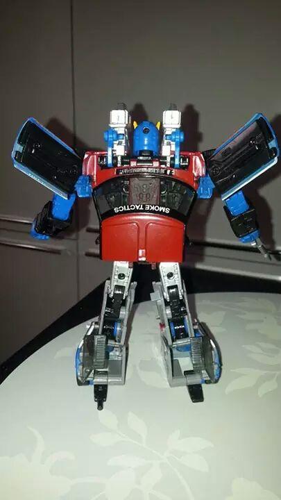 Collection Transformers de sylv1  (AOE, CHUG, TF PRIME, BH, MP, LABELS INDÉS ET G1.. ) Img_2142