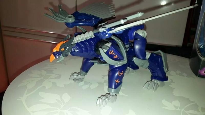 Collection Transformers de sylv1  (AOE, CHUG, TF PRIME, BH, MP, LABELS INDÉS ET G1.. ) Img_2227