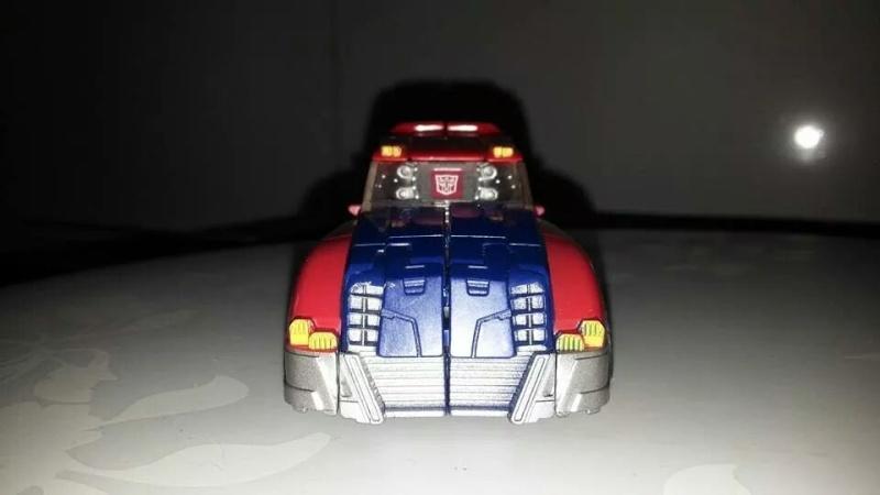 Collection Transformers de sylv1  (AOE, CHUG, TF PRIME, BH, MP, LABELS INDÉS ET G1.. ) Img_2712