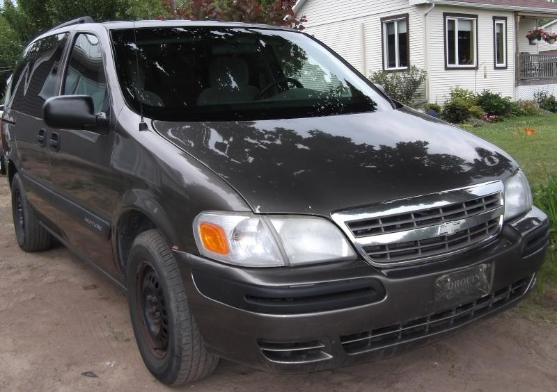 VENDU - Chevrolet Venture 2004 fourgonnette Dscf8612