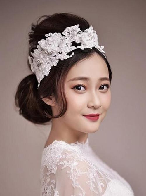 3 kiểu tóc cô dâu  trong ngày cưới 13991111