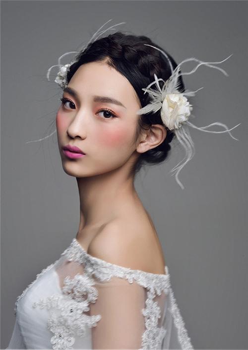 3 kiểu tóc cô dâu  trong ngày cưới 13991116