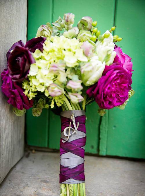 Hoa cưới nhiều màu cho ngày nắng