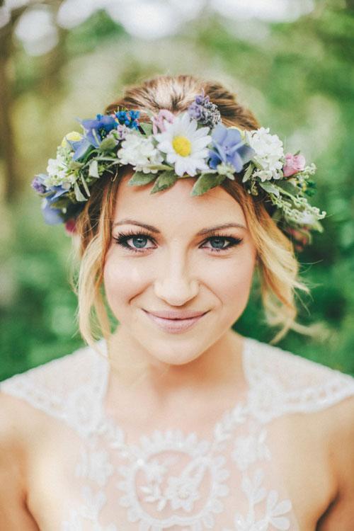 Vòng hoa đội đầu cho cô dâu