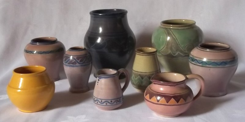 Isle of Wight handcraft pottery (Samuel E Saunders) Ses0110