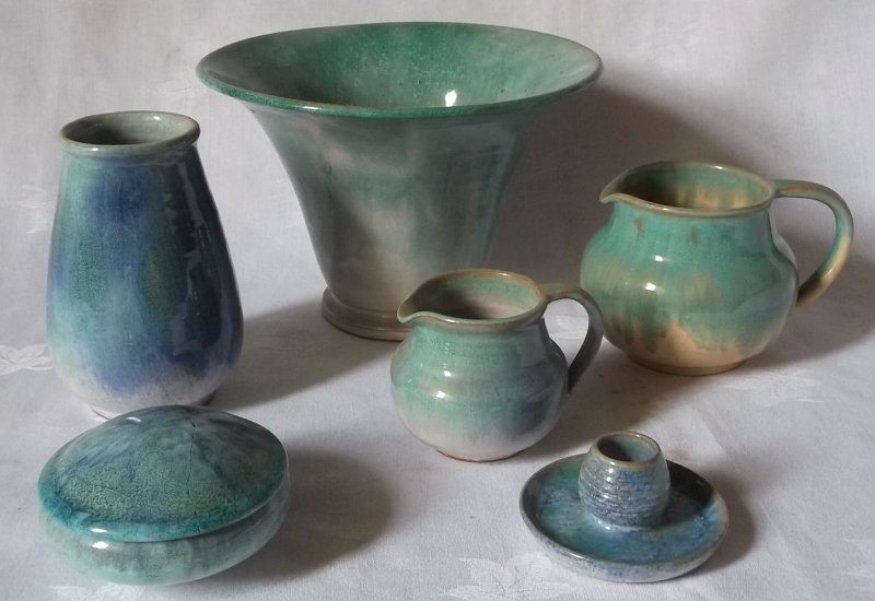Isle of Wight handcraft pottery (Samuel E Saunders) Ses0310