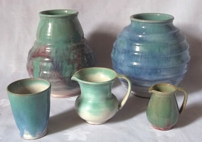 Isle of Wight handcraft pottery (Samuel E Saunders) Ses0410