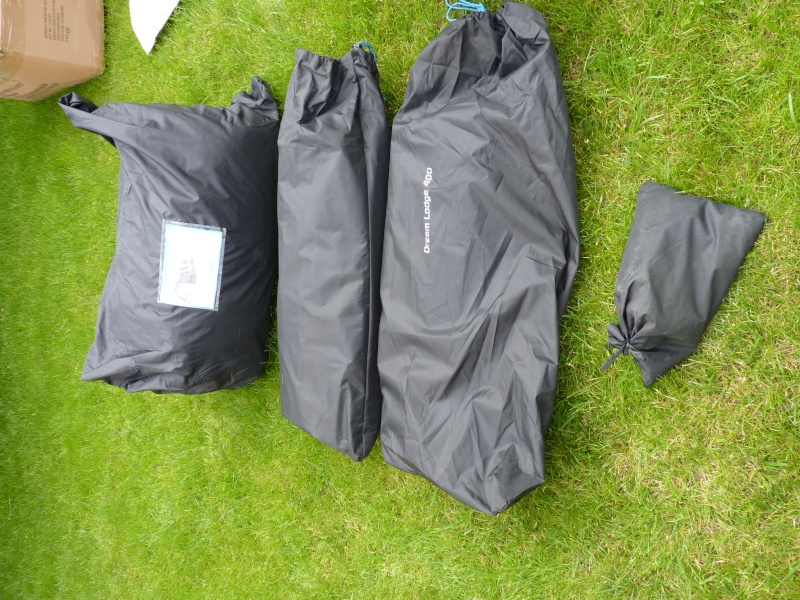 montage tente Bardini Dream Lodge 400 P1020715