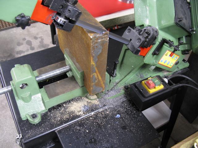 Augmenter la capacité d'une scie à ruban pour le métal. Scie0110