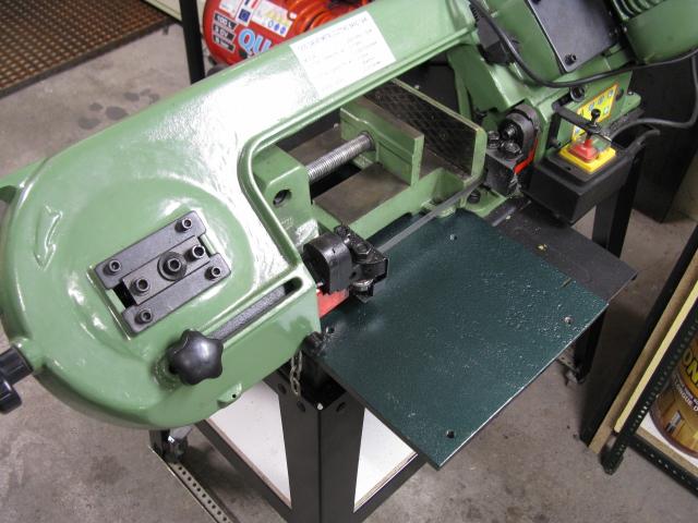 Augmenter la capacité d'une scie à ruban pour le métal. Scie0510