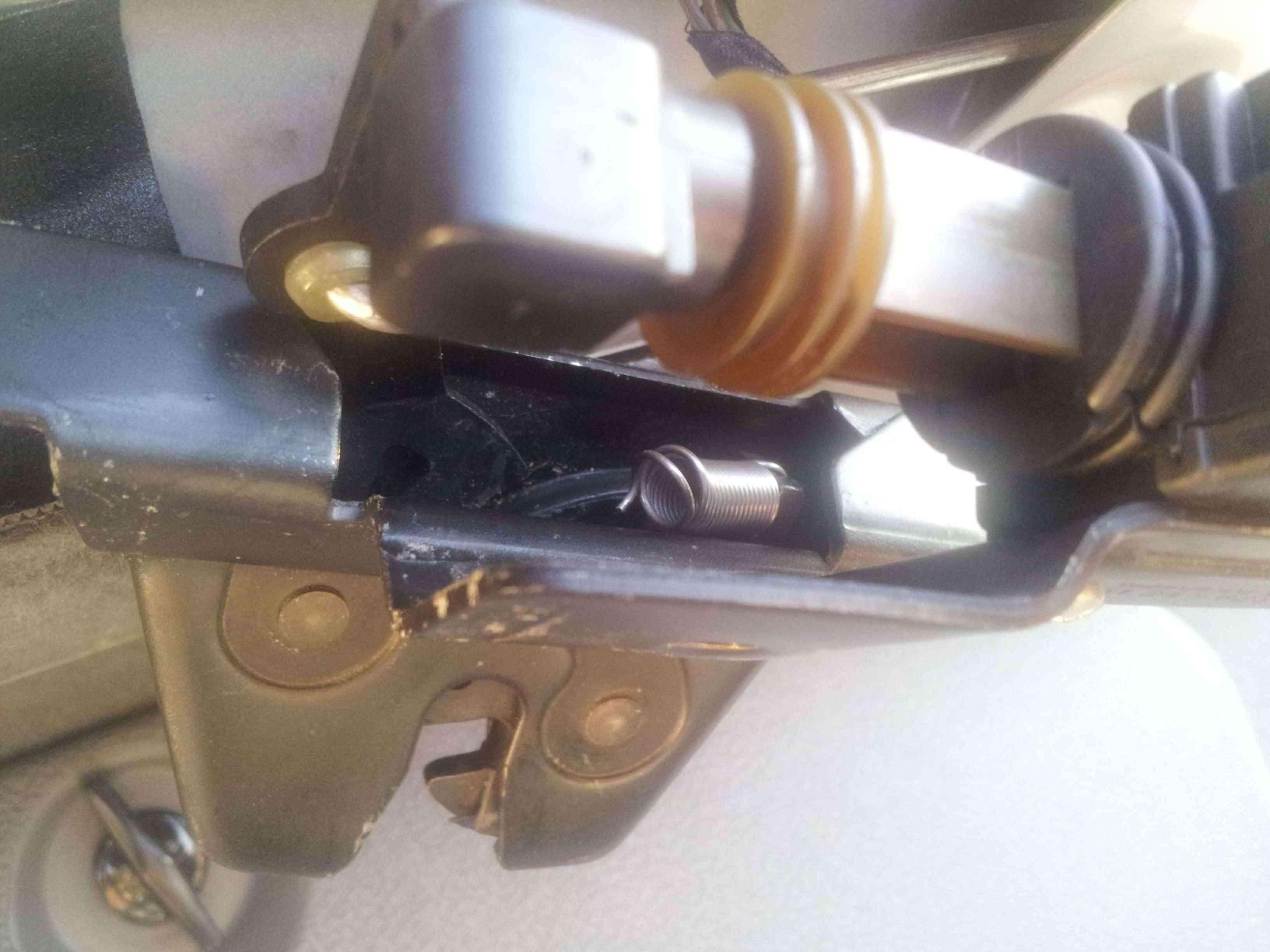 Pb ressort cassé de la serrure du coffre BMW 520d 20140611