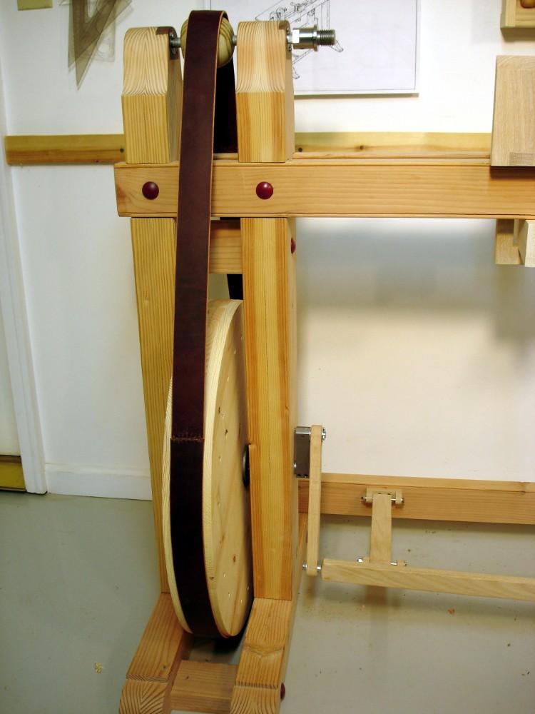 Tour à bois à perche ou...Spring Pole Lathe Belted10