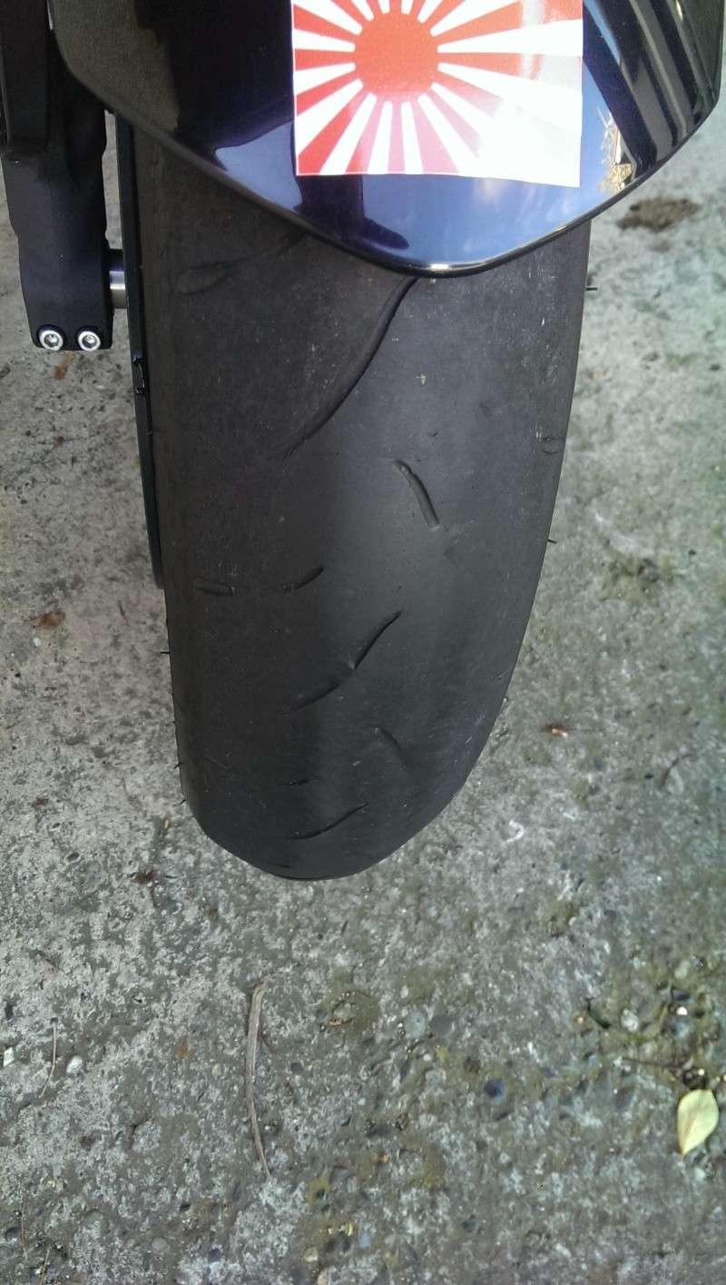 Quel risque de voir decrocher un pneu avant bien fatigué sur route seche et chaude? - Page 2 Imag0210