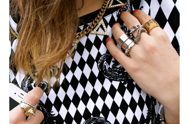 Street Style inspirations…huge and massive jewelry Jew_410