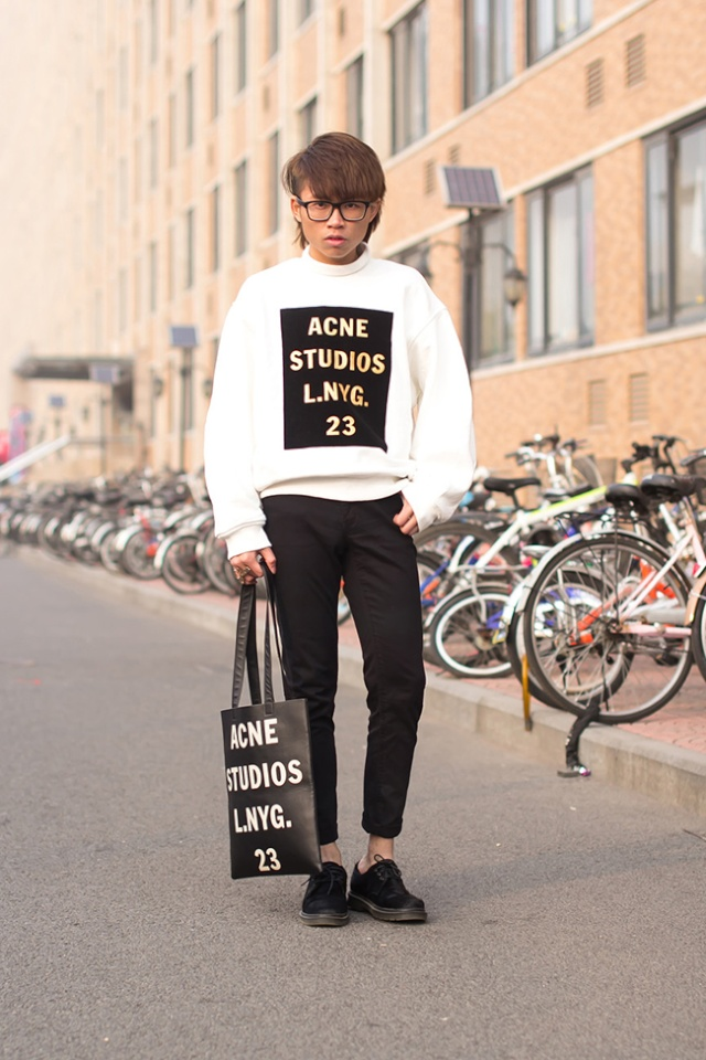 Street Style inspirations ...T-shirt with a capital T in front T-shir10