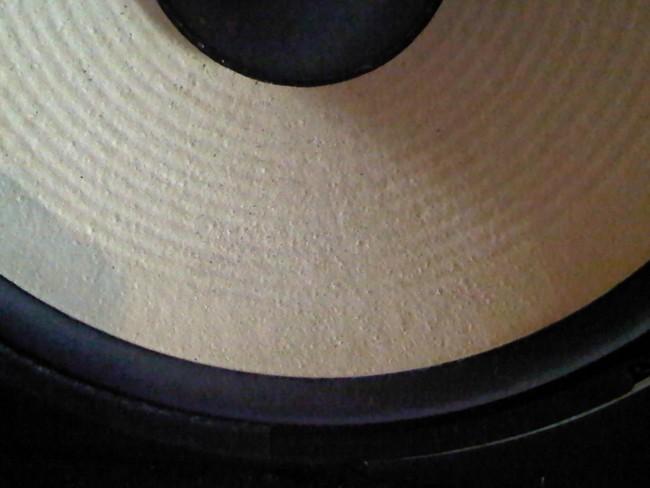 JBL L112 : membranes jaunies et tachées, comment nettoyer ? Jbl_l118