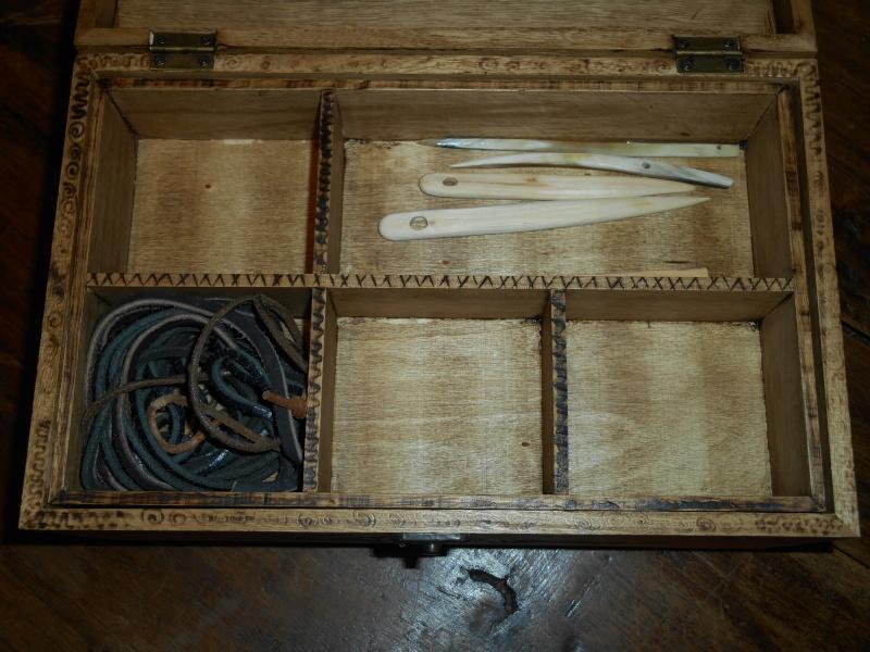 boite a couture et aiguilles en bois Dscn0812